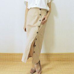 Lirka skirt khakis 249,000 with side button closures. Adjust the slit to your liking